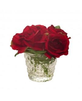 Rosas rojas en vaso de cristal pequeño