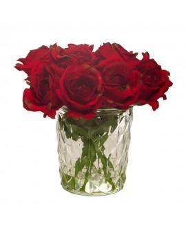 Rosas rojas en vaso de cristal grande