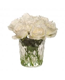 Rosas blancas en vaso de cristal grande